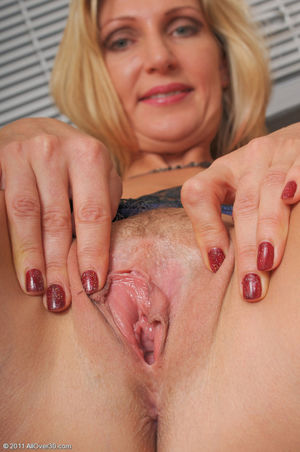 beautiful mature pussy pics