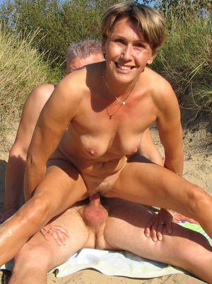 nudist mom porn