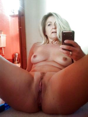 mom nude selfie