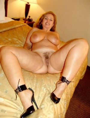 mature mom nude