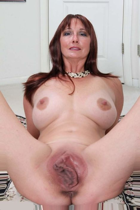 Busty Bbw Milf Plays With Her Large Pussy