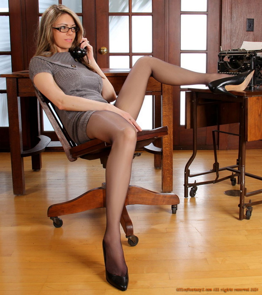 Professional business woman tailynn gets naked for you