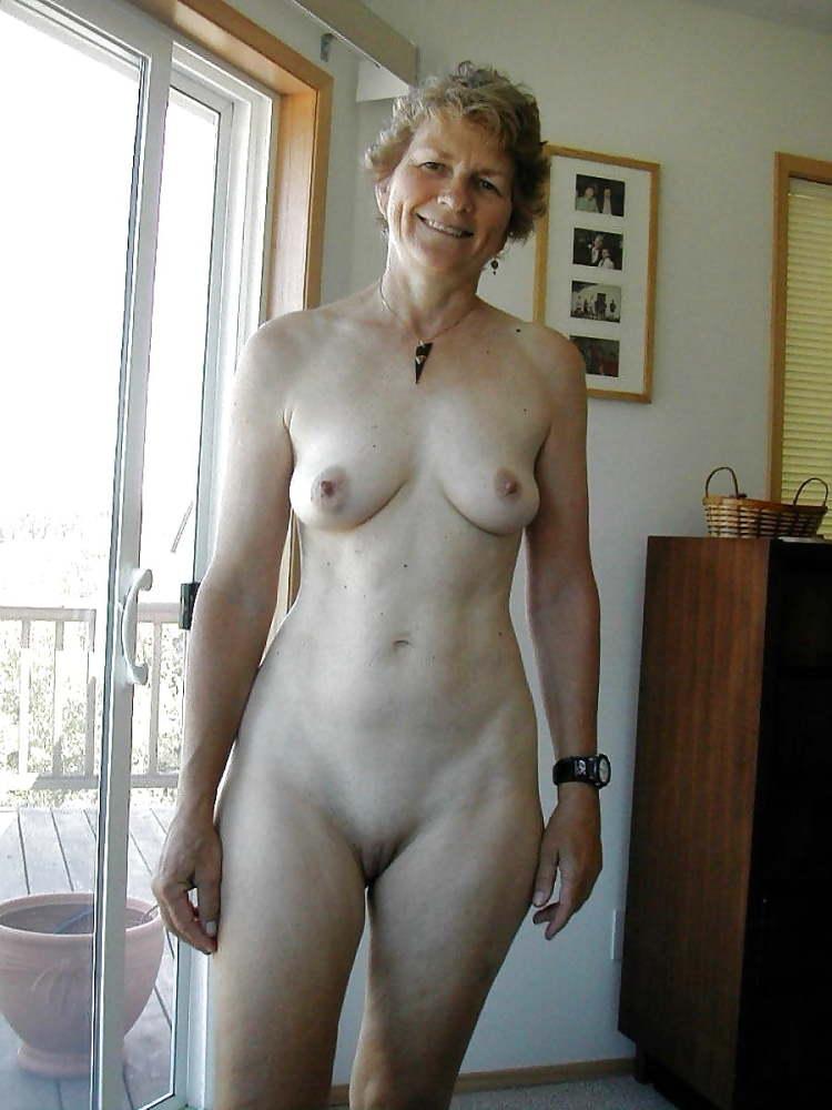 Beautiful nude mature women milf