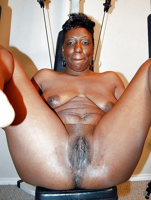 Old black grandma pussy