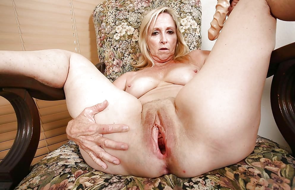 Asian spread pussy solo